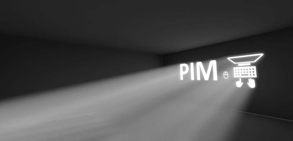 świecący w ciemności napis PIM