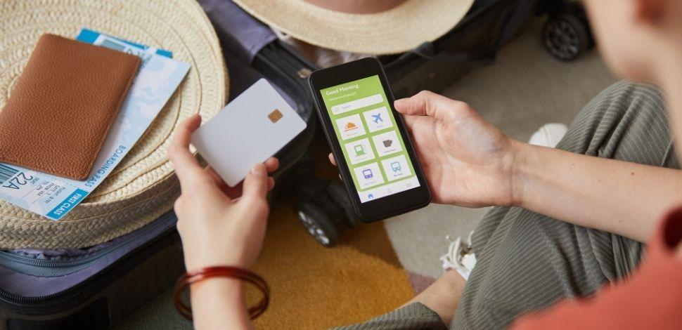 efektywna sprzedaż omnichannel - zakupy na smartfonie