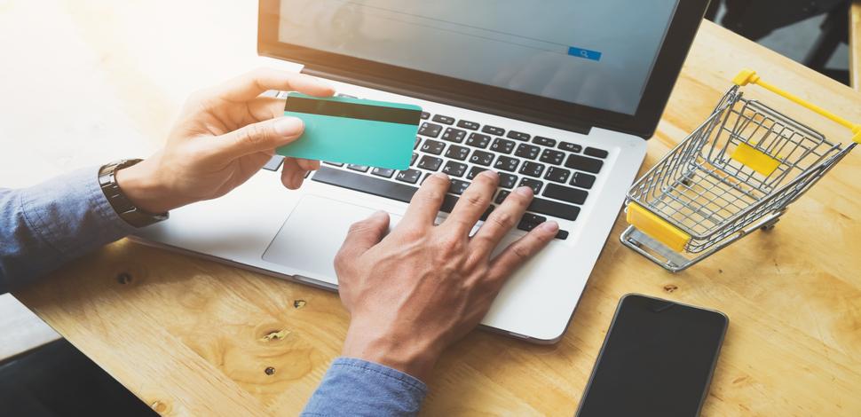 zakupy robione przez popularne platformy e-commerce