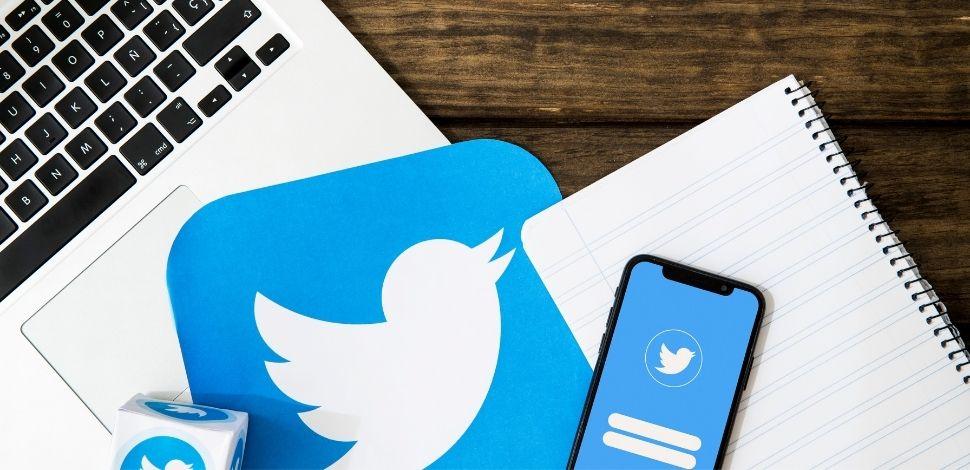 Twitter z technologią PWA - smartfon i laptop