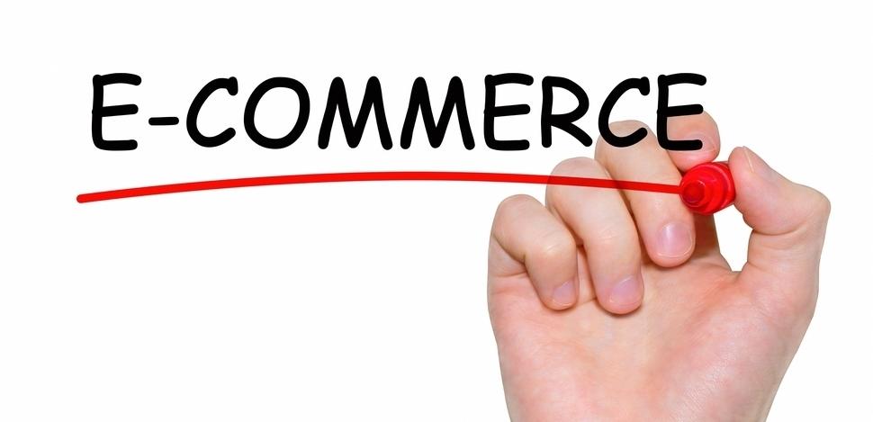 napis e-commerce napisany czerwonym markerem