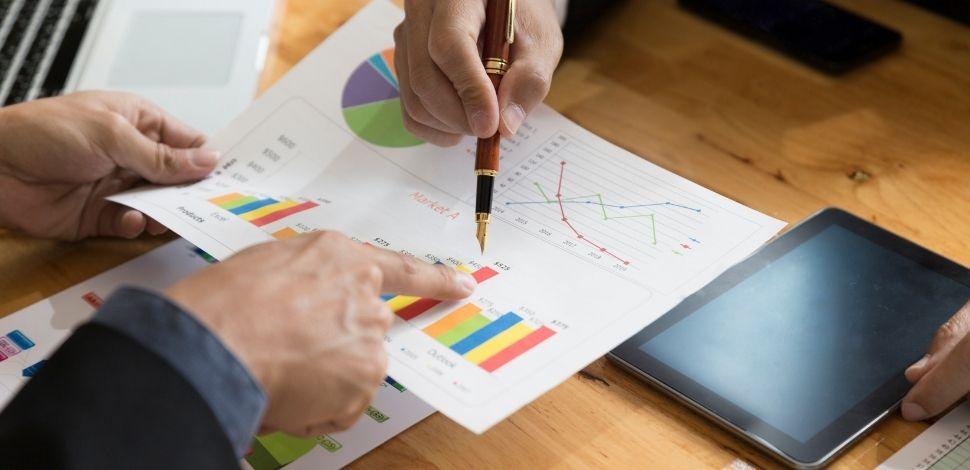 jak przebiega analiza biznesowa w firmie