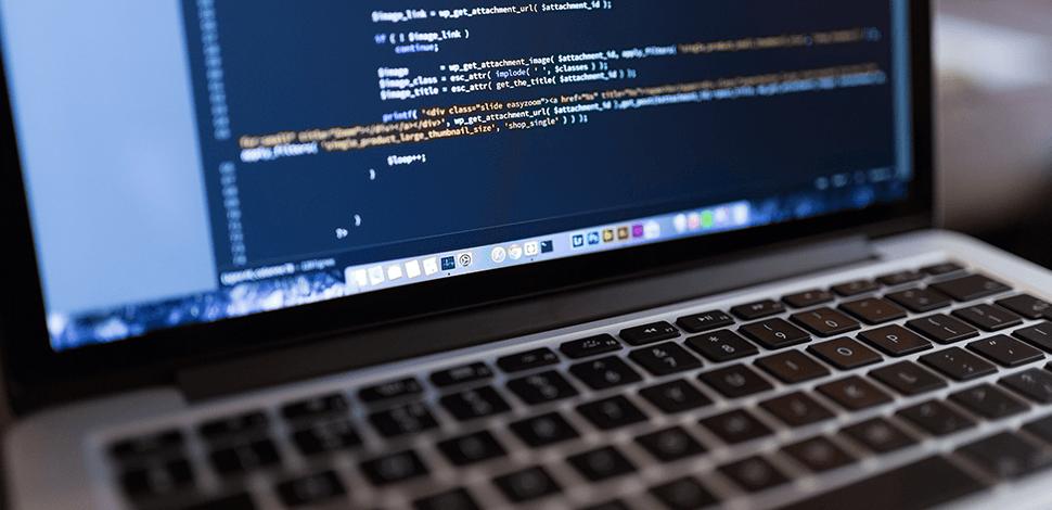 komputer z kodem PHP